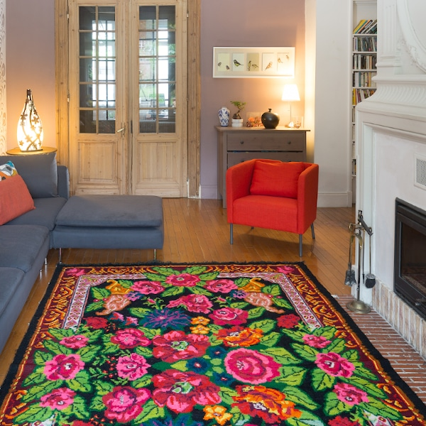 Read more about the article Why so many flowers on a floral rug from Moldova?